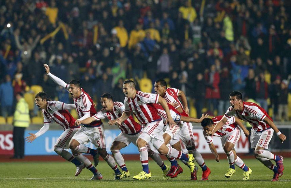 Estallido de alegría de los jugadores guaraníes tras la clasificación.