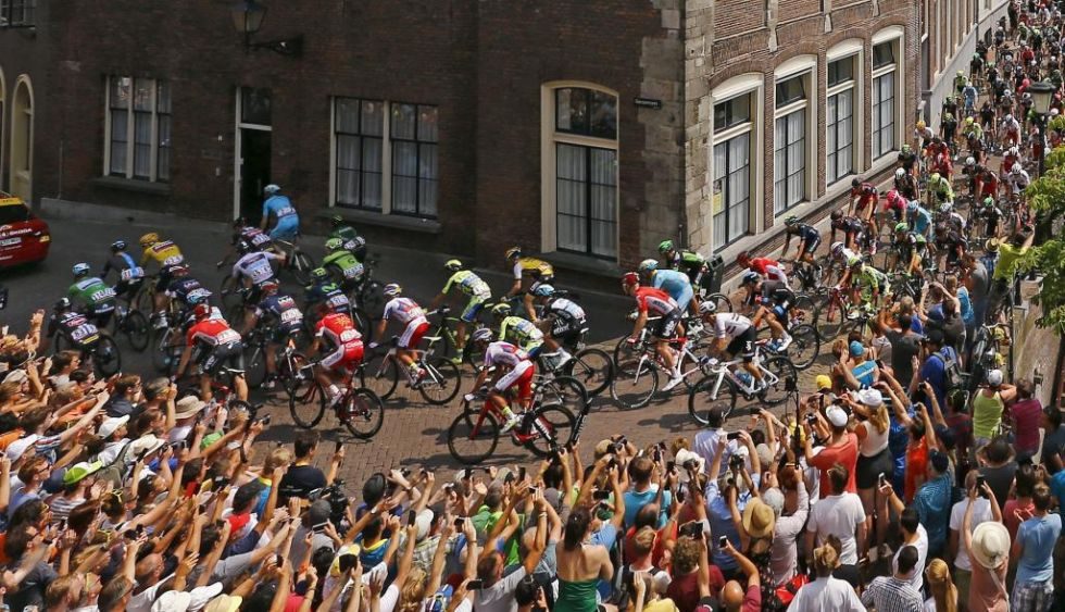 El pelot�n estuvo arropado en todo momento por los fan�ticos de un pa�s que respira ciclismo
