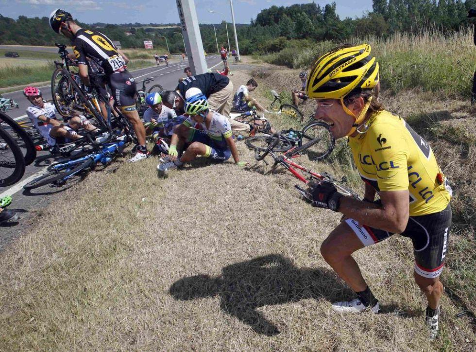 El campeón suizo, hasta hoy líder de la carrera, también se vio involucrado en la caída. Consiguió finalizar la etapa, pero perdió el liderato