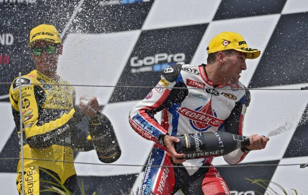 Rins, en la imagen con Simeon, completó el podio de Moto2.