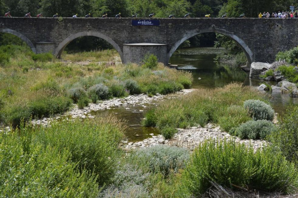 Bellas imágenes sobre este puente en la región del Ardèche.