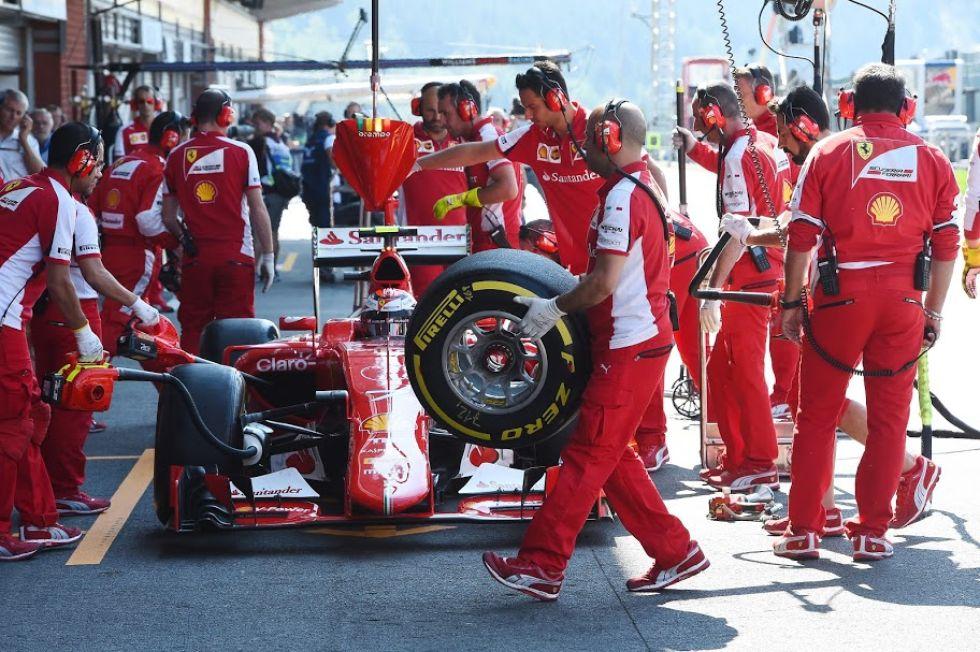 Kimi Raikkonen tuvo que detener su Ferrari por un problema mecánico en la Q2.