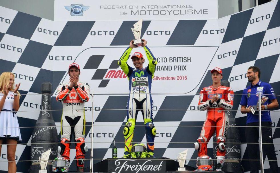 Triplete italiano en el podio de MotoGP con Petrucci, Rossi y Dovizioso.
