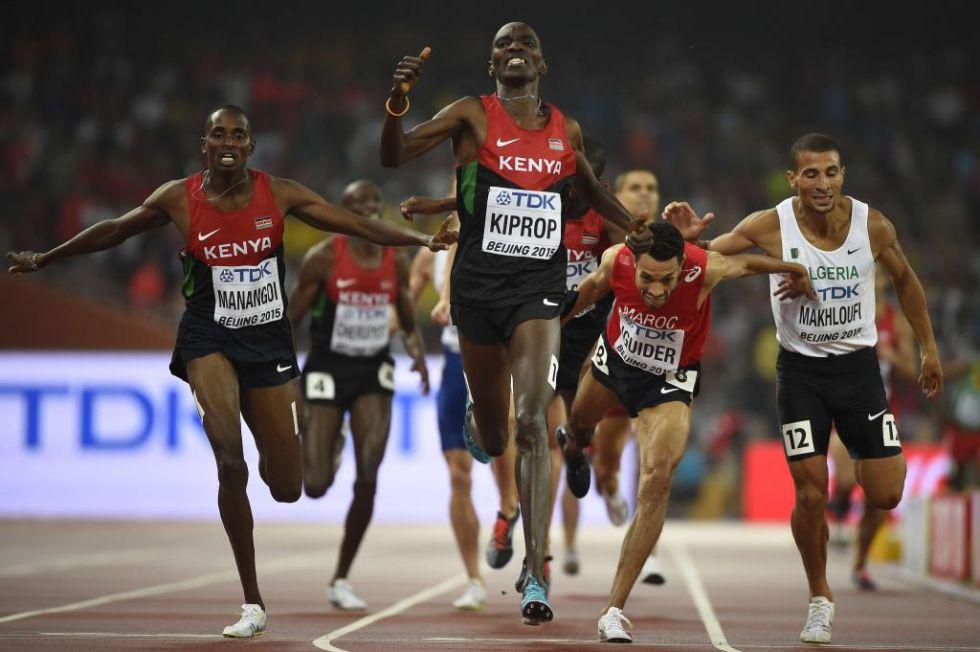 El keniata entr� de manera triunfal, tras un espectacular adelantamiento.