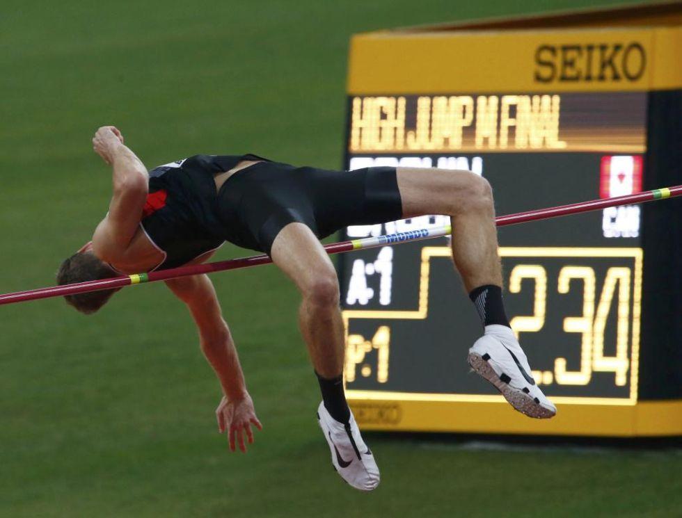 Tuvo que haber dos saltos de desempate para que se proclamase un �nico campe�n. Derek Drouin fue el �nico de saltar los 2.34
