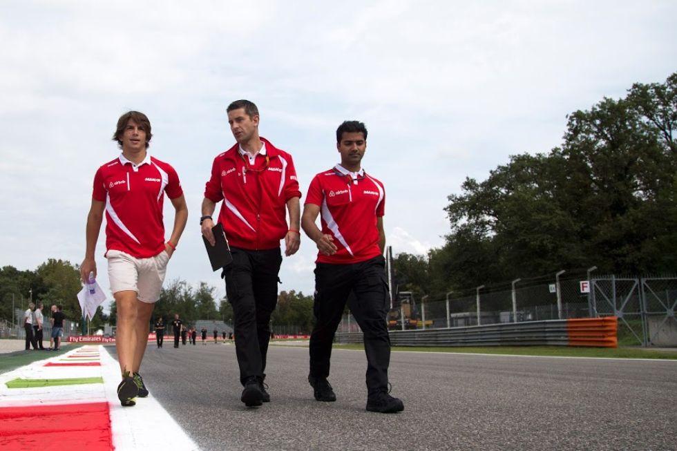 Roberto Merhi tambi�n pase� por Monza con su gente.