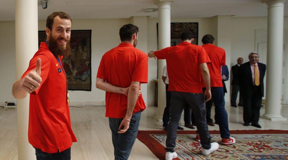 Un coche tuneado como si de un toro se tratase se convirti� en el gran protagonista de 'la otra celebraci�n', <strong><a href=https://www.marca.com/2015/09/21/baloncesto/eurobasket/espana/1442852743.html>la fiesta</a></strong> con la que <strong><a href=https://www.marca.com/baloncesto/eurobasket/espana.html>la �BA</a></strong> consum� <strong><a href=https://www.marca.com/2015/09/21/baloncesto/eurobasket/opinion/1442815973.html>la mayor gesta de la historia.</a></strong>