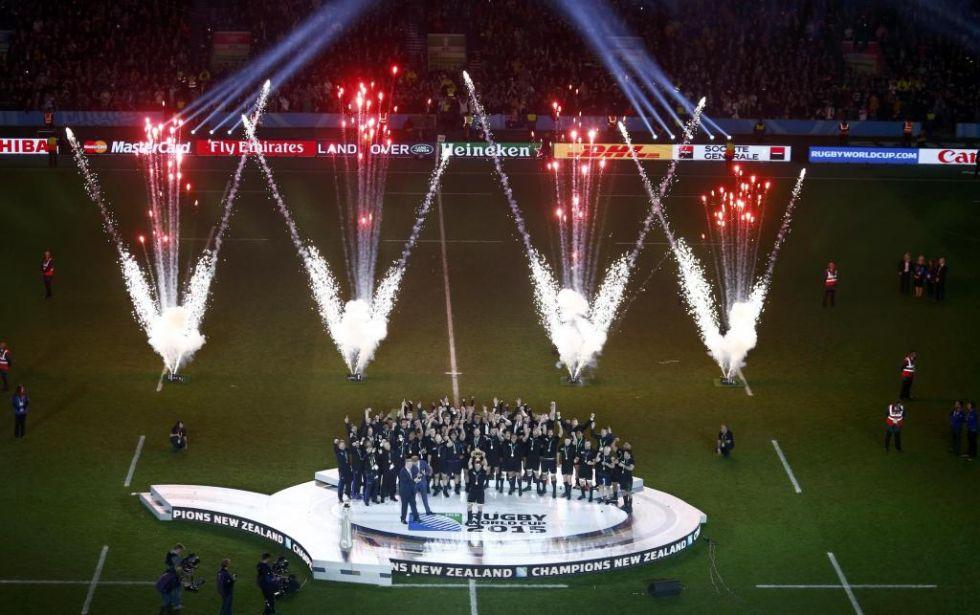 Fuegos artificiales en Twickenham para acompañar a los tres veces campeones del mundo.