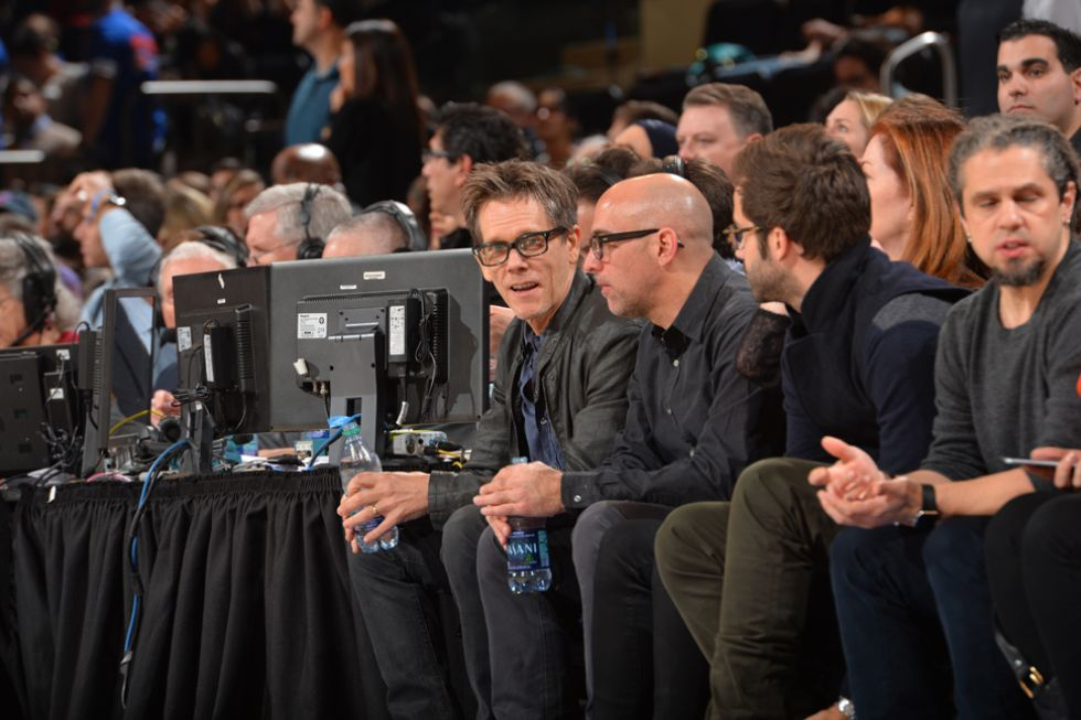 Kevin Bacon a pie de pista en el Madison Square Garden