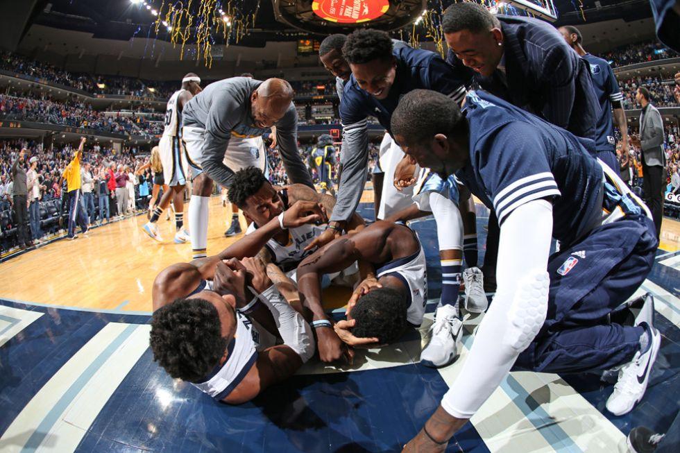 Alegr�a en los Grizzlies tras la canasta ganadora de Jeff Green
