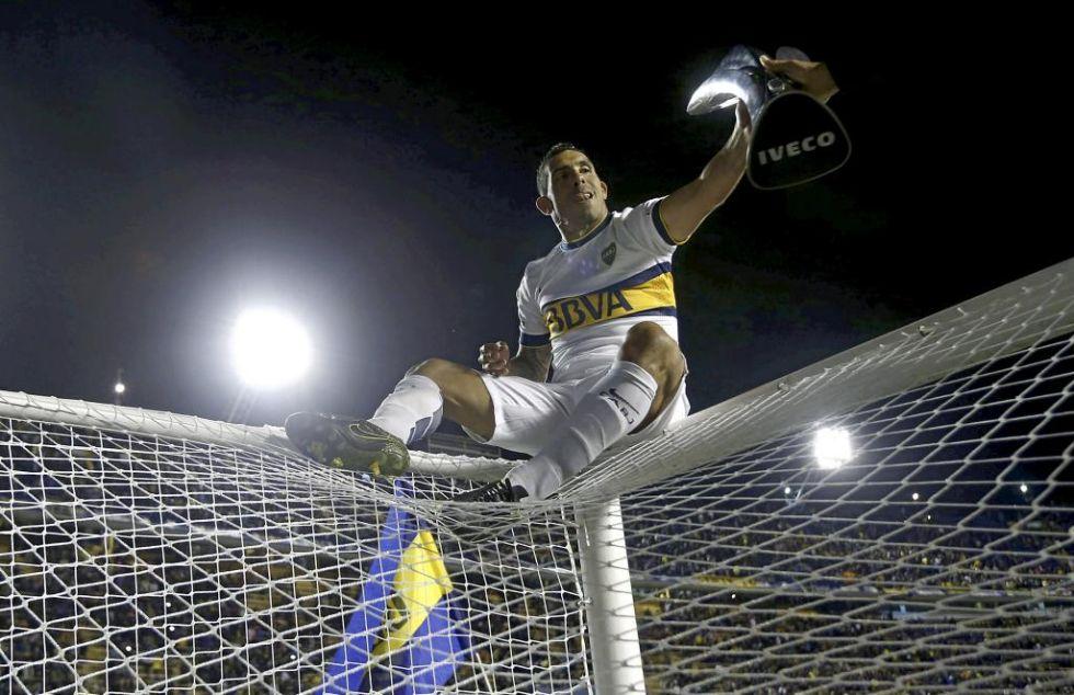 10. Carlos Tévez. El jugador del Boca Juniors se ha convertido en un referente de la redes sociales con aproximadamente 300.000 seguidores.