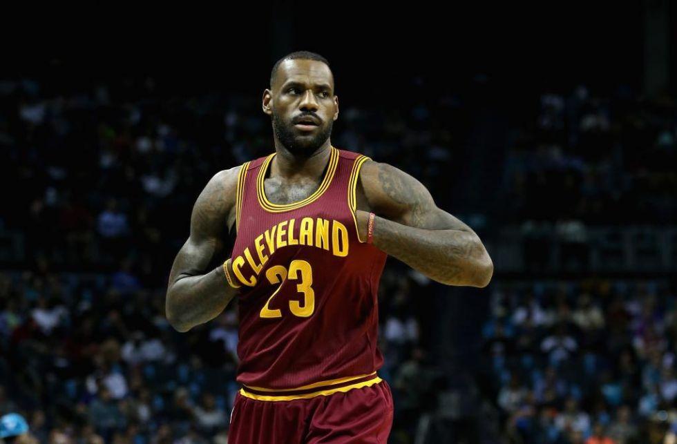 8. LeBron James. El jugador de los Cleveland Cavaliers, que acaba de firmar un contrato de por vida con Nike, tiene 22 millones de seguidores en Facebook.