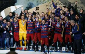 Los jugadores del Barcelona celebran el título del Mundial de Clubes.