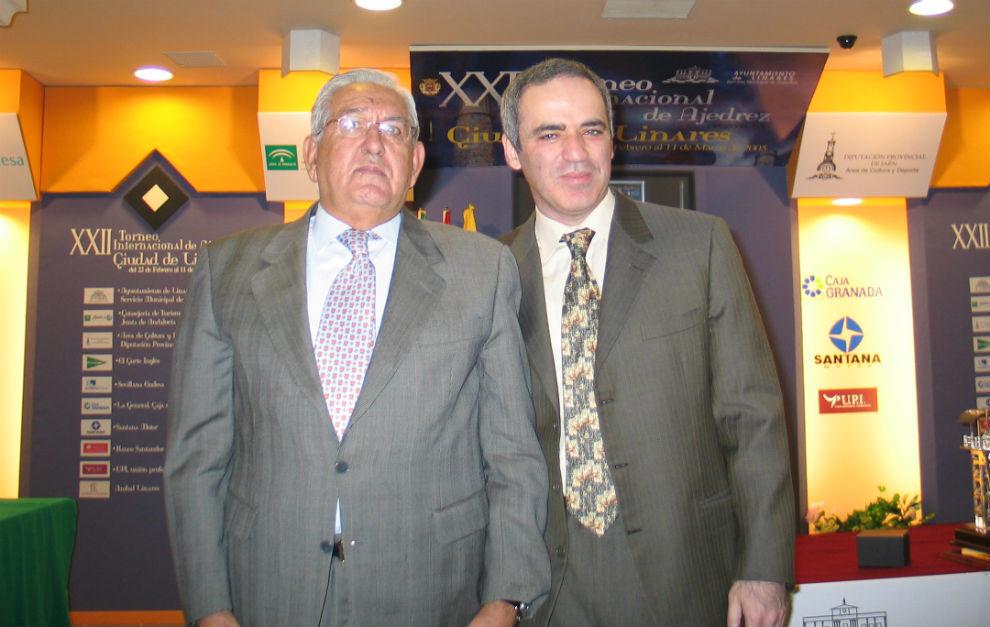 Imagen de 2005 con Rentero el día de la retirada de Kasparov en...