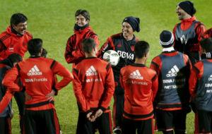 Gallardo sonríe durante un entrenamiento de River en Japón.