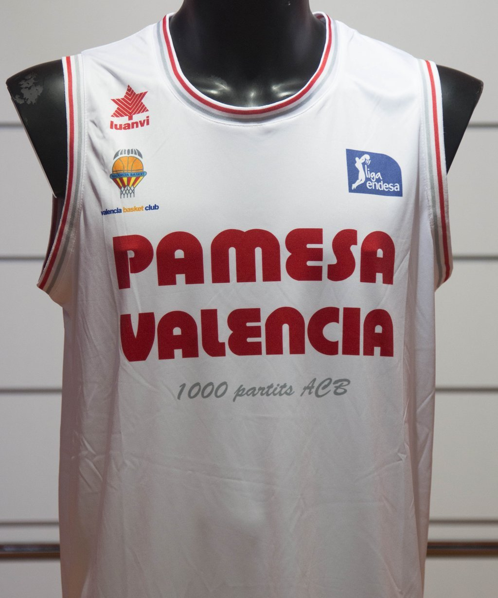 eaddb4ecfe1 El retro milenario del Valencia Basket del 25-0