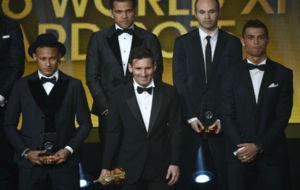 Alves y Cristiano, en la foto del Once del año para la FIFA.