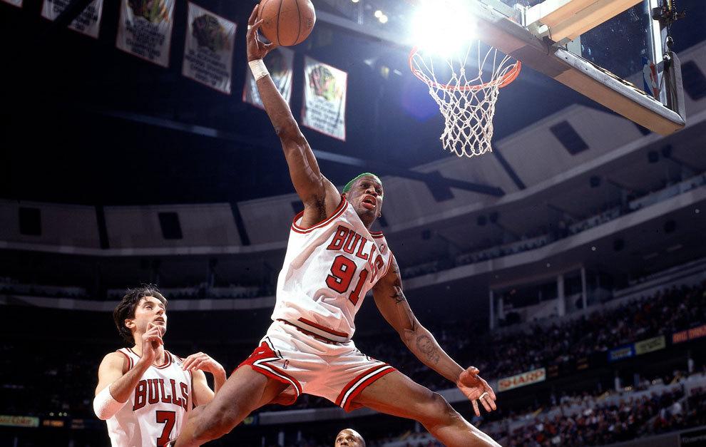 10. Dennis Rodman (cinco anillos; 7,3 puntos y 13,1 rebotes en 15...