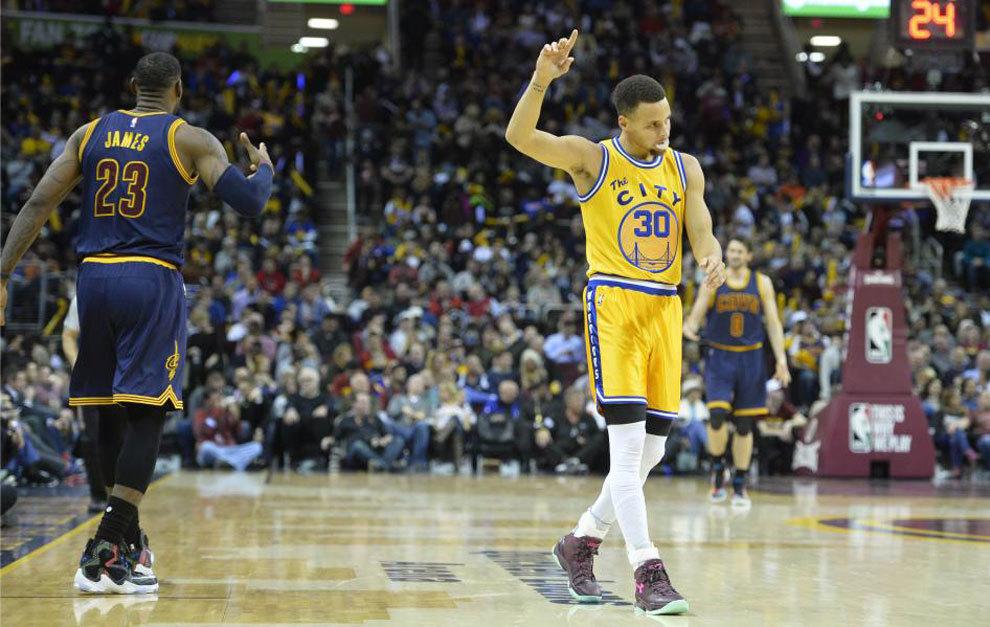 Cavaliers 98-132 Warriors  Curry humilla a lo grande a LeBron en su ... 42b3e3cac27
