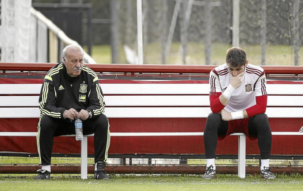 Del Bosque y Casillas en un entrenamiento de la selección española. ed4711c9b0cfe