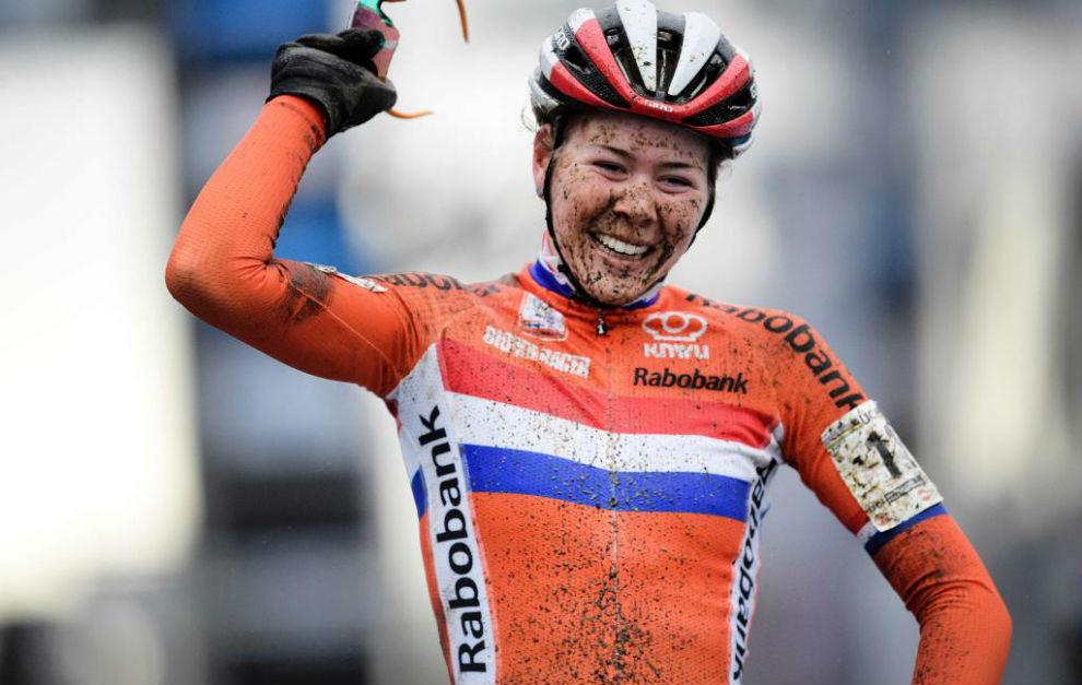 De Jong celebra en meta su título mundial.