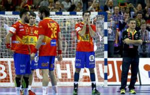 Los jugadores de España se lamentan tras la final contra Alemania.
