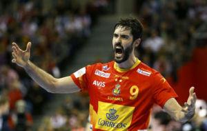 Raúl Entrerríos celebra un gol en la final de Cracovia contra...