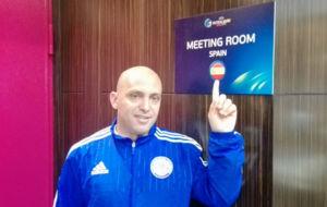 Cacau, seleccionador de Kazajistán, junto a la sala de reuniones de...