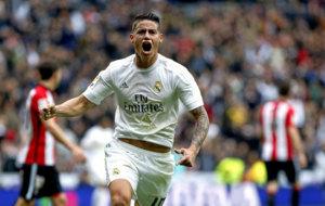 James celebra un gol con el Real Madrid.