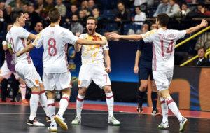 Los jugadores españoles celebran uno de los goles en la final.
