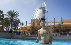 Djokovic, en el Aquapark delante del majestuoso Burj Al Arab