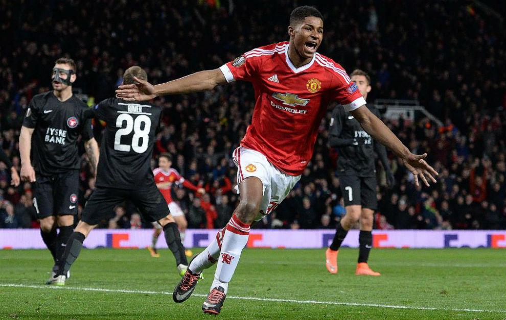 Rashford celebra uno de sus dos goles al United.