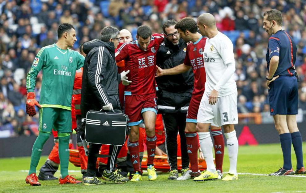 Agirretxe en el momento de su lesión en el Bernabéu.