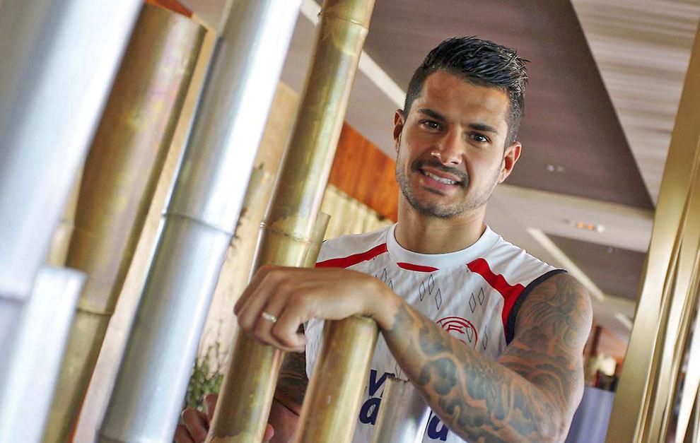 Víctor Machín, Vitolo (26), posa sonriente para MARCA durante una...