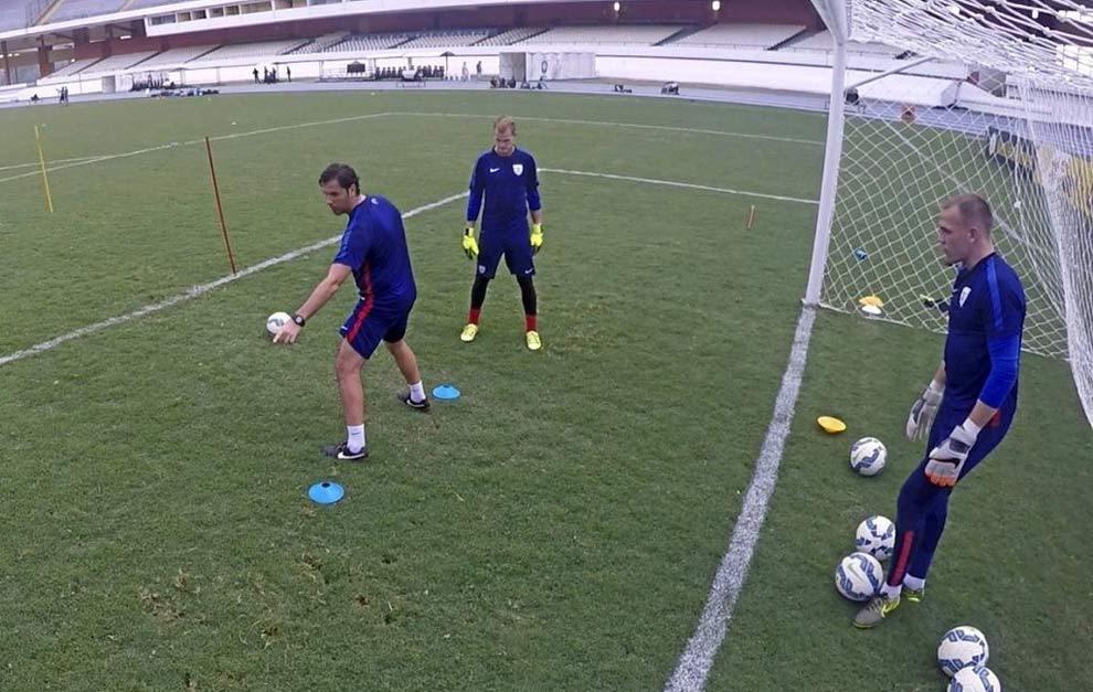 Rubén García da instrucciones a Kempin y Cropper.