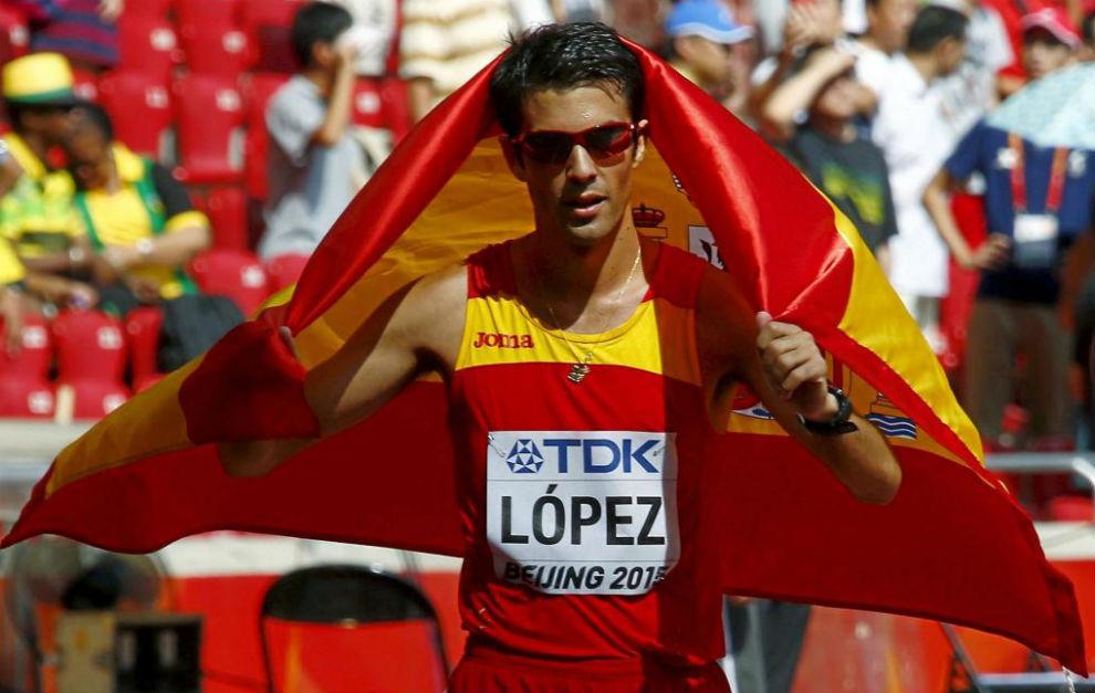 Miguel Ángel López tras proclamarse campeón del mundo en 2015.