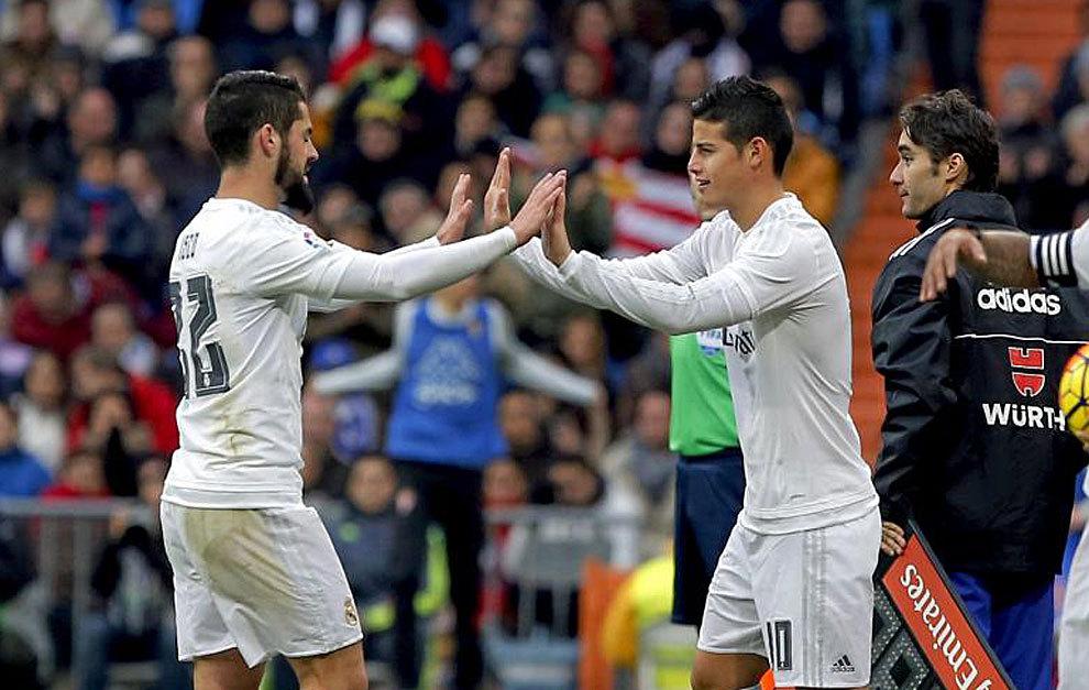 Isco es sustituido por James en un partido del Real Madrid.