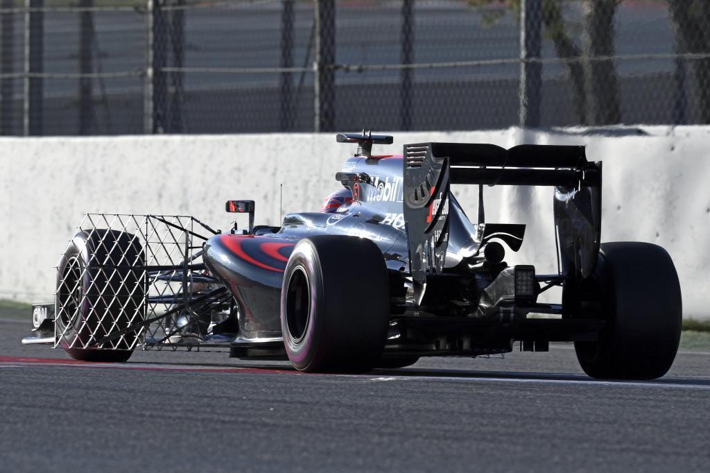 Jenson Button hace pruebas de sensores con el MP4-31.