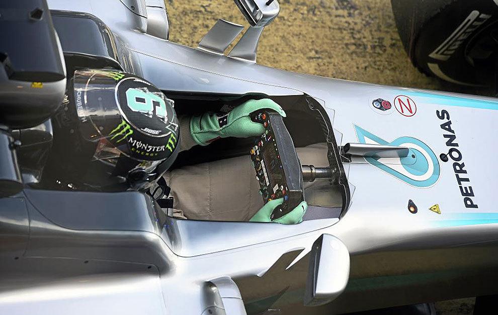 Nico Rosberg, al volante del Mercedes W07 en Montmeló.