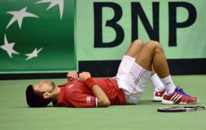Djokovic, tumbado en la pista