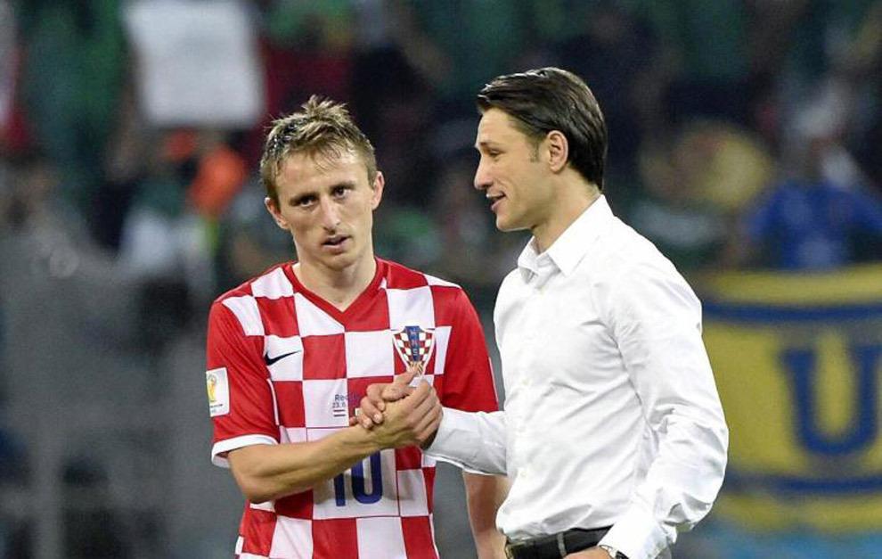 Luka Modric y Nico Kovac saludándose tras un partido del pasado...