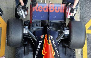 El Red Bull de Kvyat, durante una de las jornadas de test de la semana...
