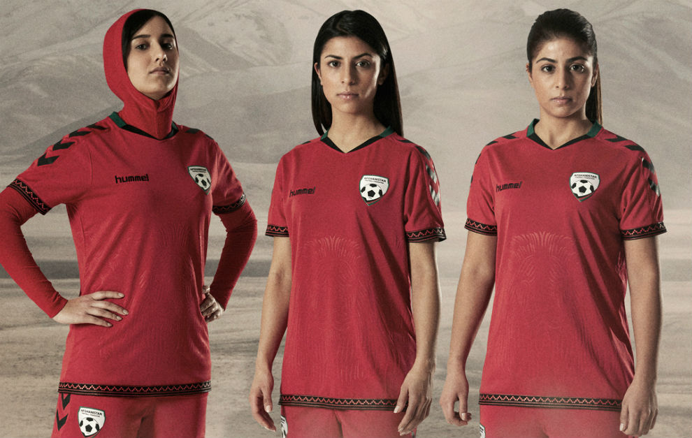 788cbb013fe31 Fútbol Femenino  Hummel introduce un velo en las camisetas de ...