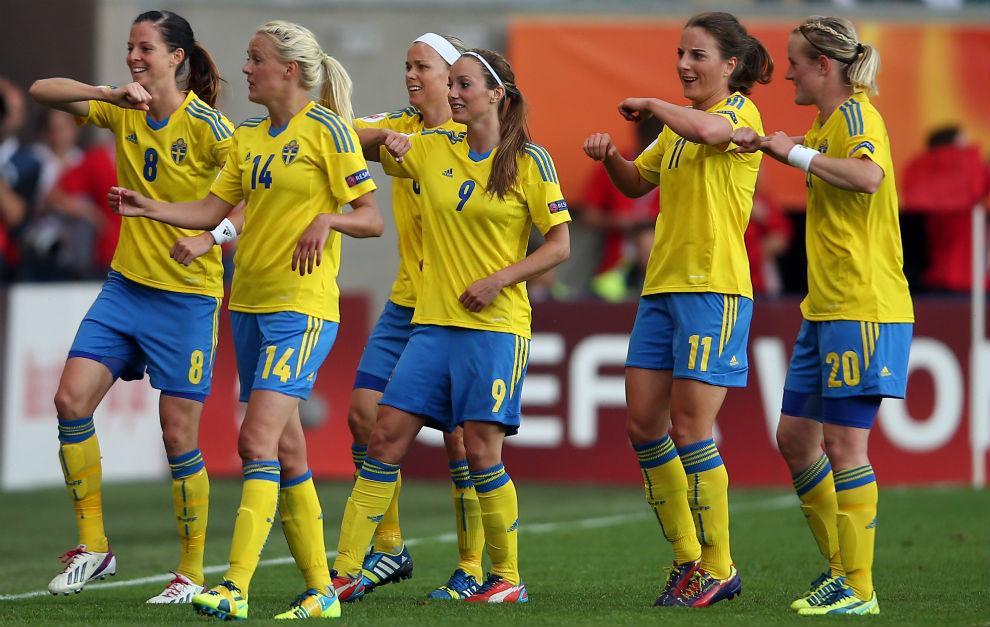 Jugadoras de la selección sueca celebran un gol durante el Mundial de. 4a9b9bdb19a78