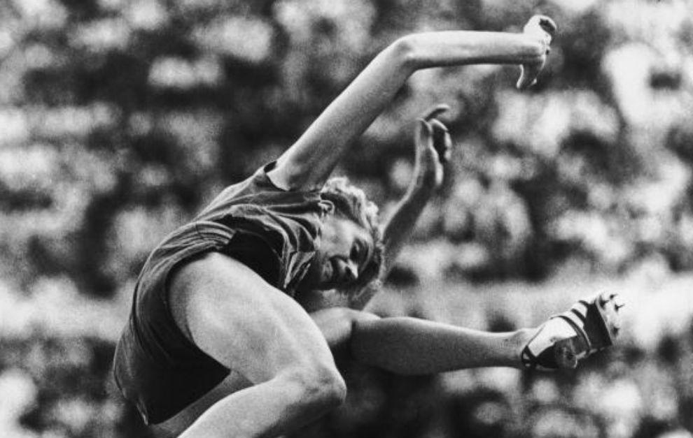 Iolanda Balas, en la competición que le dio el oro en los Juegos de...