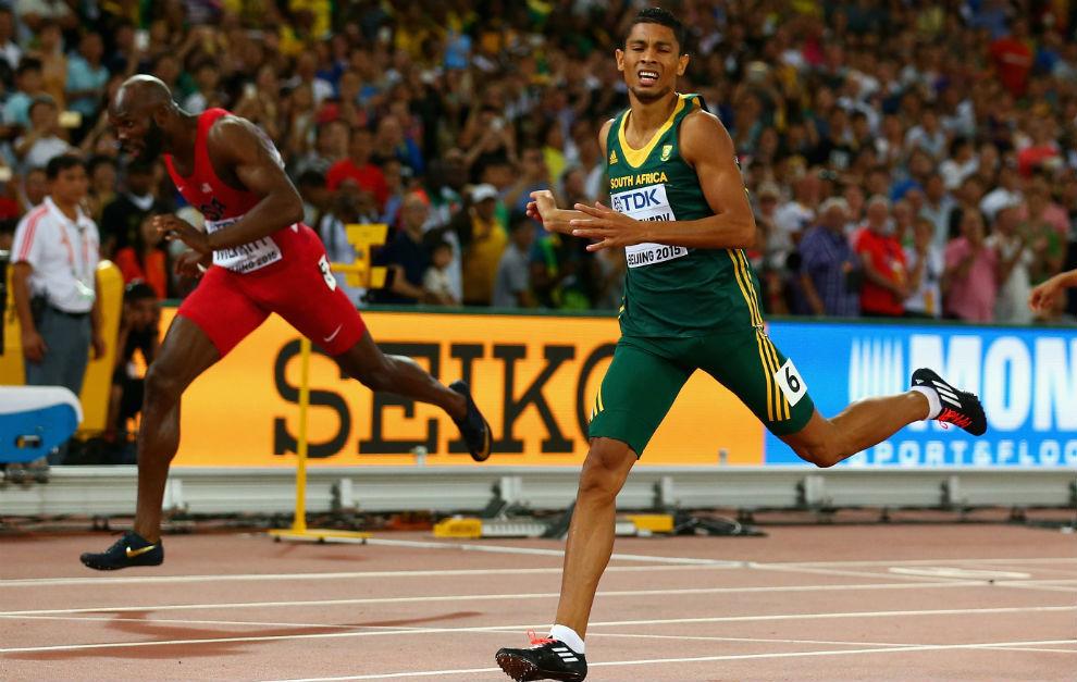 Van Niekerk en la prueba de 400 metros en los Mundiales de Pekín.
