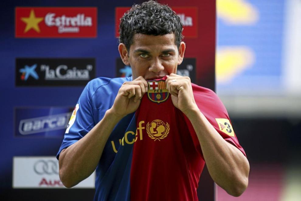 Dani Alves, procedente del Sevilla por 35 millones