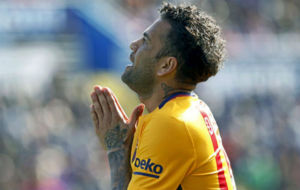 Dani Alves durante un partido del Barcelona esta temporada.