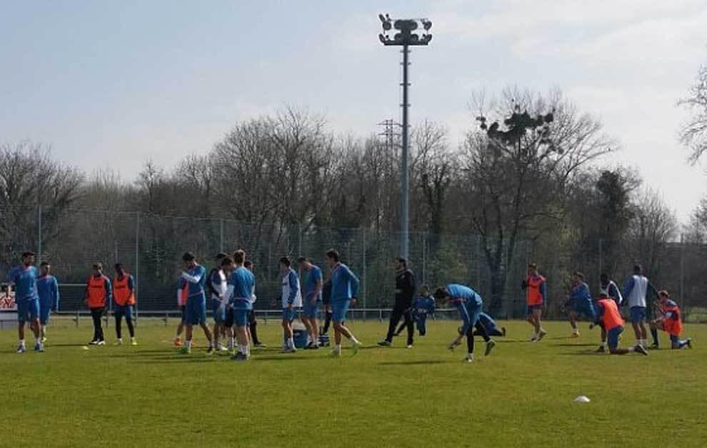 Imagen del primer entrenamiento del Oviedo con David Generelo al...