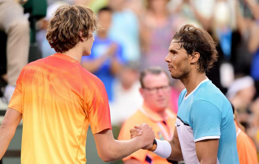 Alexander Zverev y Rafa Nadal se saludan tras su partido en Indian...